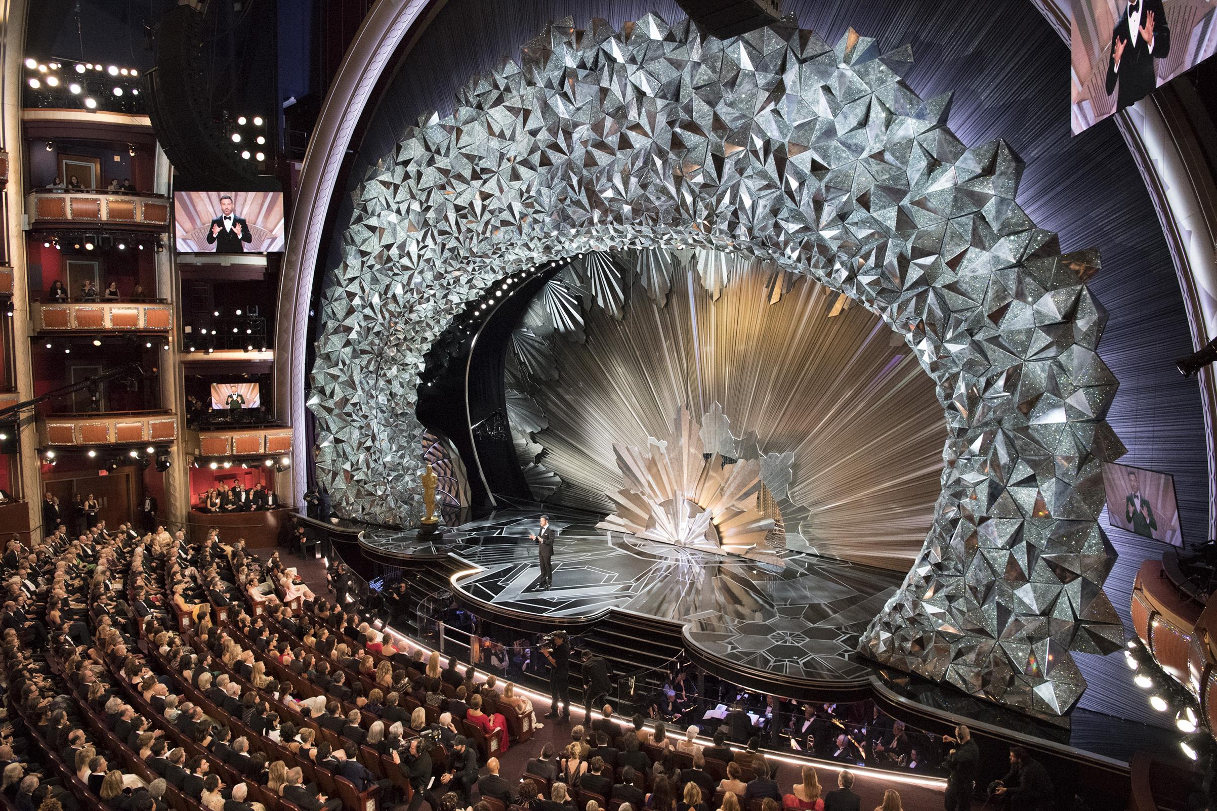 Thiết kế sân khấu oscar 2018 với 45 triệu viên pha lê swarovski - Jupiter  Media